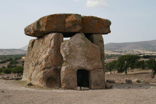dolmen-sa-coccovada-mores